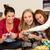 adolescentes · bebidas · juntos · casa · amigos - foto stock © candyboxphoto