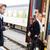donna · stazione · ferroviaria · uomo · telefono · viaggio · migrazione · interna - foto d'archivio © candyboxphoto