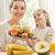 счастливая · семья · свежие · фрукты · завтрак · кухне · семьи · продовольствие - Сток-фото © choreograph