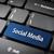 青 · キーボード · キー · ソーシャルメディア · 単語 · ノートパソコンのキーボード - ストックフォト © cienpies