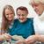 familia · feliz · mirando · fotos · casa · feliz · jóvenes - foto stock © d13