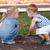 iki · genç · kız · arkadaşlar · oturma · açık · havada · oynama - stok fotoğraf © d13