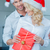 feliz · Pareja · casa · Navidad · caja · de · regalo · vacaciones - foto stock © dash