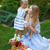 kind · picknick · park · gelukkig · vergadering · groen · gras - stockfoto © dashapetrenko