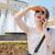 若い女性 · 携帯電話 · 徒歩 · 携帯電話 · 女性 · 電話 - ストックフォト © deandrobot