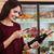 女性 · バーコード · 電話 · 食料品 · ショッピング · スーパーマーケット - ストックフォト © deandrobot