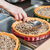 手 · 調理 · 料理 · 充填 · パイ · キッチン - ストックフォト © deandrobot