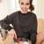 meisje · cookies · holding · handen · twee · vrouwelijke · peperkoek - stockfoto © deandrobot