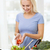 glimlachende · vrouw · koken · plantaardige · salade · home · gezond · eten - stockfoto © dolgachov