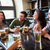 幸せ · 友達 · 飲料 · ビール · バー · パブ - ストックフォト © dolgachov