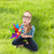 女性 · 若い女の子 · 座って · 屋外 · おもちゃ · 笑顔の女性 - ストックフォト © dolgachov