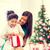 boldog · anya · gyermek · lány · ajándék · doboz · ünnepek - stock fotó © dolgachov