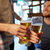 幸せ · 男性 · 友達 · 飲料 · ビール · バー - ストックフォト © dolgachov