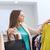 若い女性 · ショッピング · 服 · ストア · ショッピングバッグ - ストックフォト © dolgachov