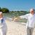 família · caminhada · praia · de · mãos · dadas · sorridente · criança - foto stock © dolgachov