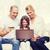 幸せな家族 · ラップトップコンピュータ · クレジットカード · 家族 · ショッピング · 技術 - ストックフォト © dolgachov