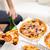 若い男 · 食べ · ピザ · 4 · 友達 - ストックフォト © dolgachov