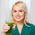 笑顔の女性 · 飲料 · ジュース · ぶれ · ホーム · 健康的な食事 - ストックフォト © dolgachov