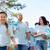 voluntarios · basura · bolsas · caminando · aire · libre · voluntariado - foto stock © dolgachov