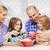 女性 · サラダ · キッチン · 笑みを浮かべて · 笑い - ストックフォト © dolgachov