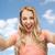 vrouwelijke · jonge · glimlachende · vrouw · shirt - stockfoto © dolgachov