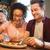 幸せ · 友達 · 食べ · 飲料 · バー · パブ - ストックフォト © dolgachov