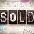 magasnyomás · eladva · szó · öreg · nyomtatás · kockák - stock fotó © enterlinedesign