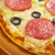 maison · pizza · pepperoni · fromages · déjeuner · rapide - photo stock © fanfo