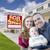 счастливым · молодые · семьи · проданный · недвижимости · знак - Сток-фото © feverpitch
