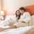 casal · relaxante · quarto · de · hotel · hotel · quarto - foto stock © geribody