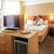 albornoz · cama · blanco · hotel · fondo · habitación - foto stock © geribody