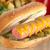 熱狗 · 洋蔥 · 芥末 · 選擇性的重點 · 集中 - 商業照片 © ildi