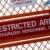 veiligheid · teken · buiten · beperkt · recht · luchthaven - stockfoto © johnkwan