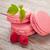 rosa · framboesa · macaron · bolinhos · mesa · de · madeira · folha - foto stock © karandaev