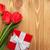 friss · tulipánok · virágcsokor · ajándék · doboz · fa · asztal · copy · space - stock fotó © karandaev