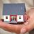 kezek · kicsi · ház · tart · család · modell - stock fotó © kurhan