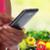 vrouw · vruchten · groenten · smartphone · calorieën · gezondheid - stockfoto © kurhan