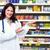 薬剤師 · 化学者 · 女性 · 薬 · 棚 · 薬局 - ストックフォト © kurhan