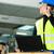 işçi · tarayıcı · dizüstü · bilgisayar · yelek · depo · şirket - stok fotoğraf © Kzenon