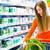 jonge · vrouw · supermarkt · winkelwagen · naar · jeans - stockfoto © Kzenon