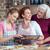 madre · hija · pan · de · jengibre · cookies · familia - foto stock © lightfieldstudios