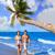 カップル · 小さな · 徒歩 · ビーチ · 海岸 · ヤシの木 - ストックフォト © lunamarina