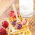 eigengemaakt · aardbeien · esdoorn · siroop · glas · melk - stockfoto © manaemedia