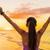 gelukkig · juichen · vieren · succes · vrouw · zonsondergang - stockfoto © maridav