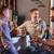 幸せ · 友達 · 飲料 · ビール · カウンタ · パブ - ストックフォト © master1305