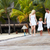 familia · caminando · playa · feliz · mar - foto stock © monkey_business