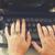 vintage · máquina · de · escrever · trabalhar · mãos · escritório · papel - foto stock © neirfy