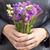 kéz · virágcsokor · virágok · közelkép · rózsák · szolgáltatás - stock fotó © nessokv