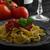 パスタ · 辛い · トマト · サルサ · ニンニク · バジル - ストックフォト © peteer