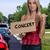 femme · randonnée · concert · belle · femme · signe · fille - photo stock © piedmontphoto